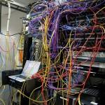 Ordenar los cables de abajo de la computadora